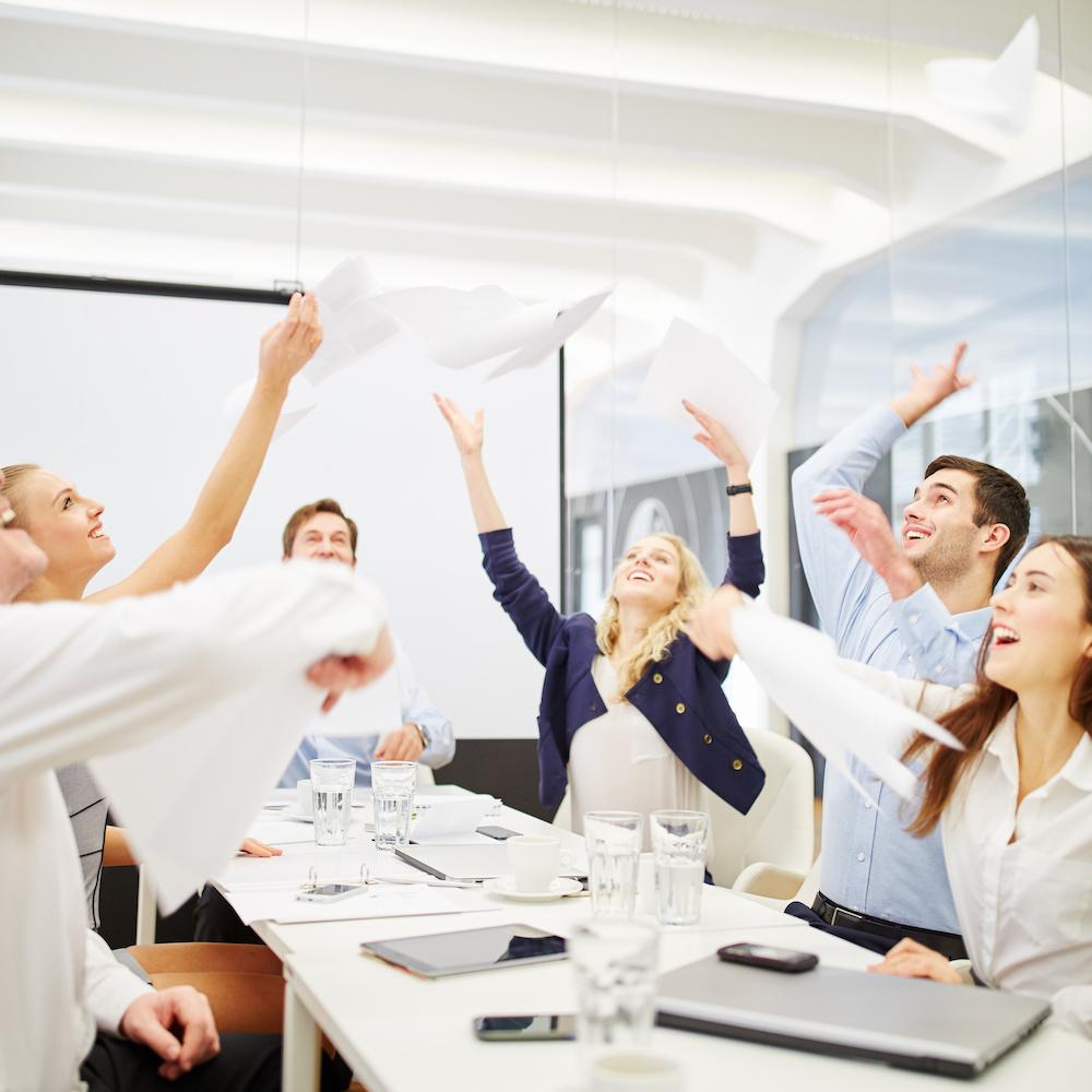 Equipe en train de célébrer un succès
